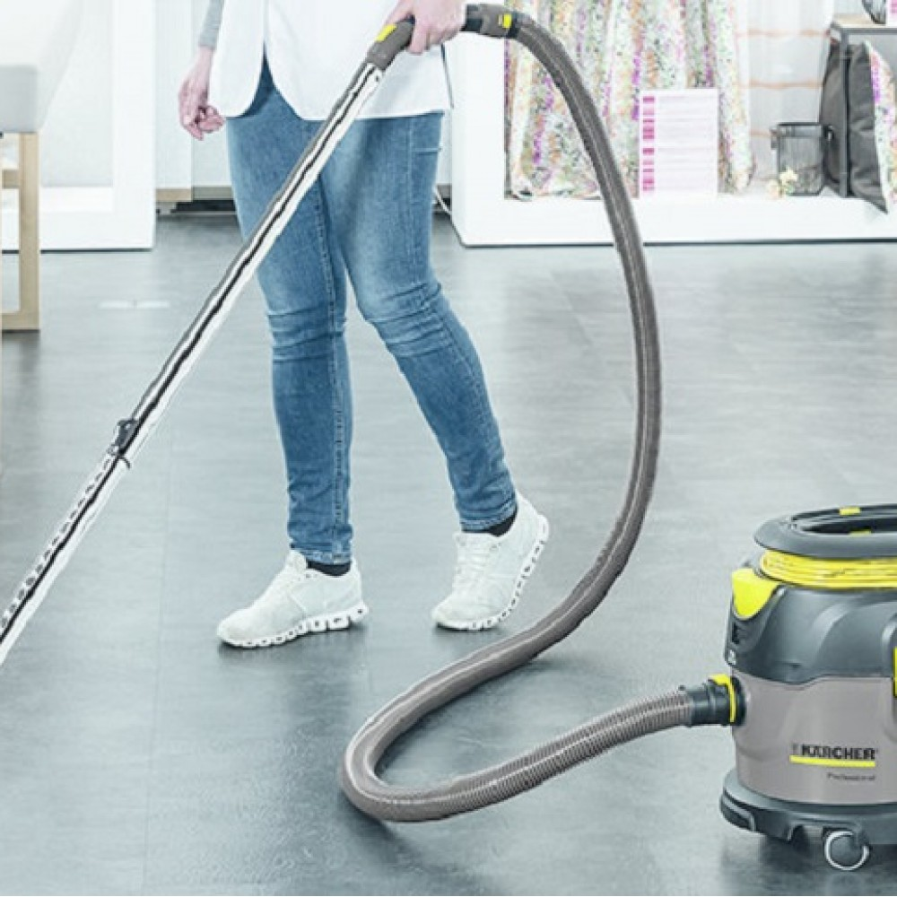 Suction vacuum cleaners